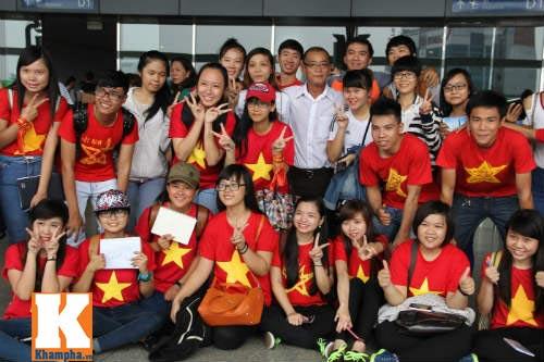 Fan hò reo tiễn U19 VN đi Myanmar so tài giải châu Á - 1