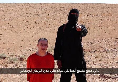"""Gia đình con tin Anh bị IS chặt đầu """"suy sụp hoàn toàn"""" - 2"""