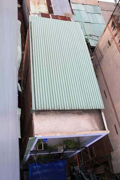 TPHCM: Nhà 3 tầng nghiêng, dân di tản khẩn cấp - 4