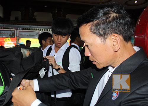 Cầu thủ U19 VN phải truyền nước trước khi đi Myanmar - 1