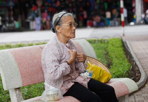 Người HN tận hưởng cơn gió lạnh đầu tiên của mùa thu - 11