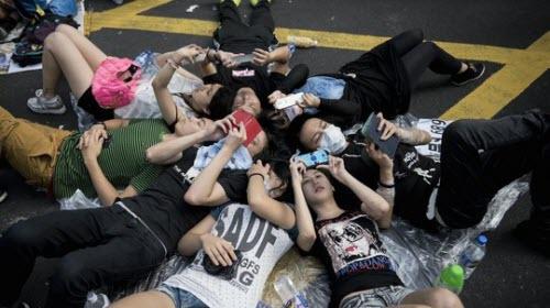 Người biểu tình ở Hồng Kông liên lạc bằng gì? - 1