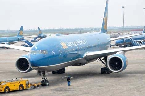 Máy bay VNA hạ cánh cấp cứu cho khách say rượu - 1