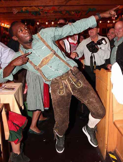 Usain Bolt quậy tưng bừng ở lễ hội bia Oktoberfest - 1