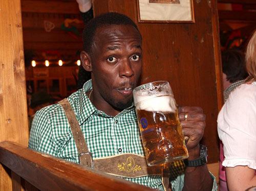 Usain Bolt quậy tưng bừng ở lễ hội bia Oktoberfest - 2