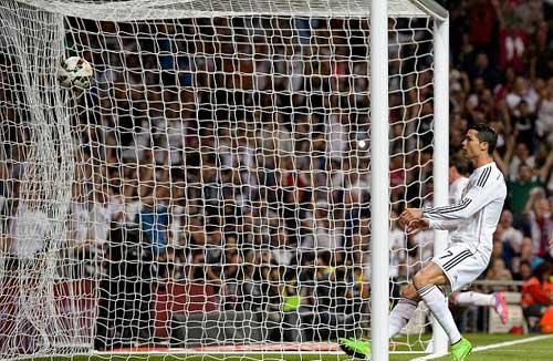 Ronaldo san bằng kỉ lục của 2 huyền thoại ở Liga - 1