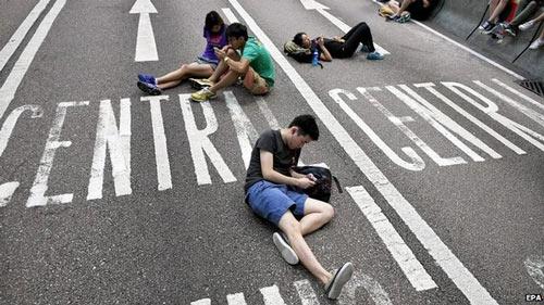 Người biểu tình Hong Kong ngừng bao vây tòa thị chính - 2
