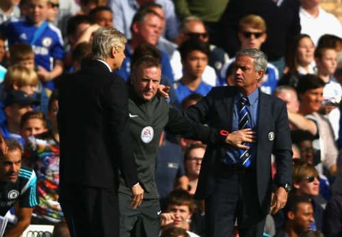 Wenger vẫn chưa hết bực sau màn xô đẩy Mourinho - 1