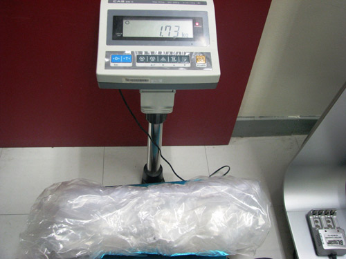 Gần 2kg cocain lọt qua 4 nước, bị bắt ở Việt Nam - 1