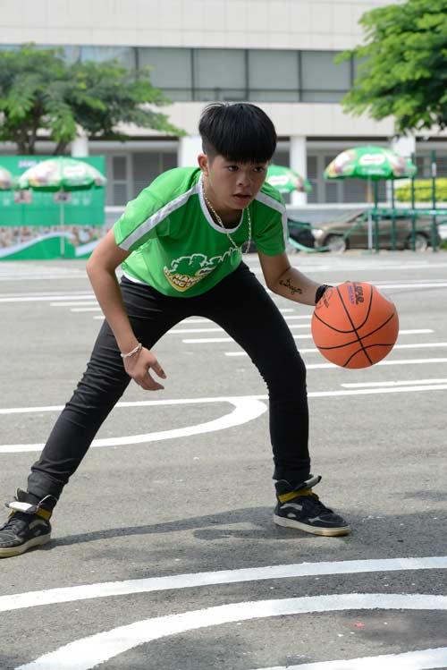 Quang Anh The Voice Kids trổ tài tâng bóng - 3