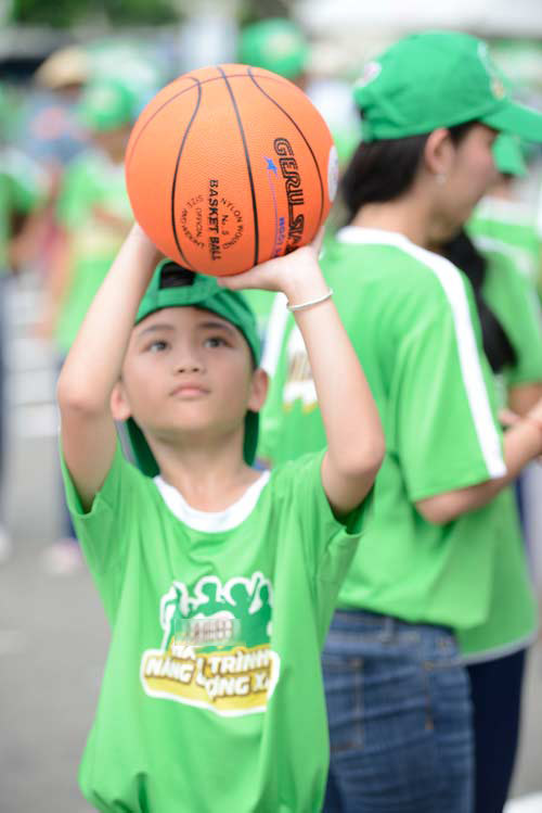 Quang Anh The Voice Kids trổ tài tâng bóng - 6