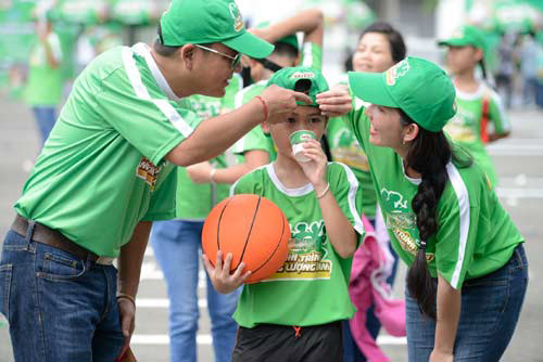 Quang Anh The Voice Kids trổ tài tâng bóng - 7