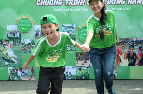 Quang Anh The Voice Kids trổ tài tâng bóng - 8
