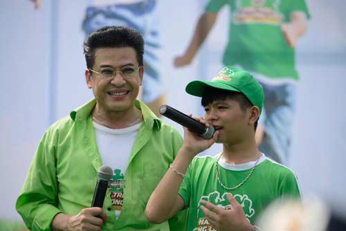 Quang Anh The Voice Kids trổ tài tâng bóng - 9