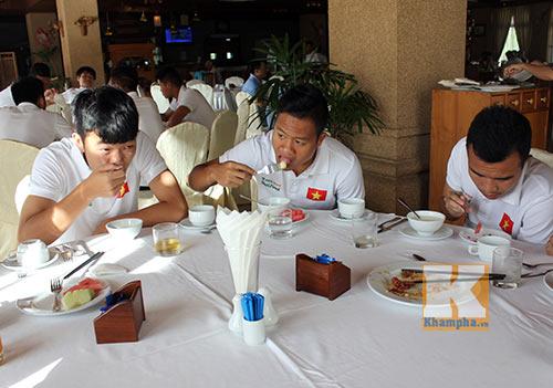 """U19 VN được chăm sóc """"đặc biệt"""" ở Myanmar - 9"""