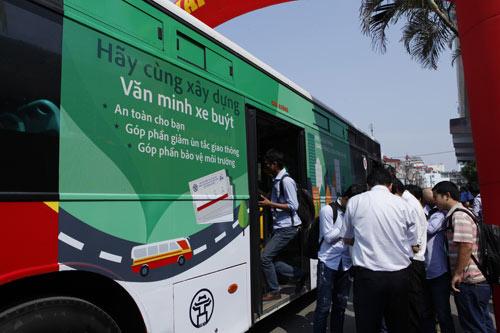 Hà Nội mở tuyến buýt đầu tiên dùng vé điện tử - 4
