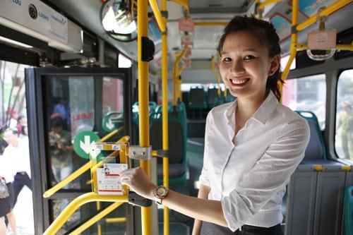 Hà Nội mở tuyến buýt đầu tiên dùng vé điện tử - 1