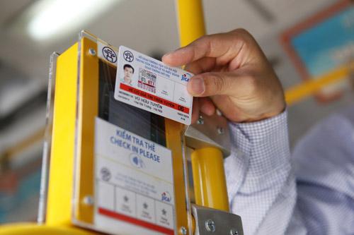 Hà Nội mở tuyến buýt đầu tiên dùng vé điện tử - 7