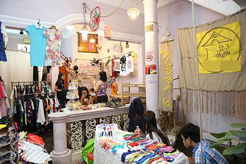 Ghé thăm chợ phiên giá rẻ của giới trẻ Sài Gòn - 1