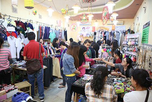 Ghé thăm chợ phiên giá rẻ của giới trẻ Sài Gòn - 2