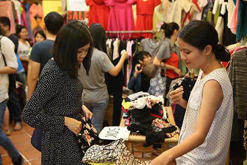 Ghé thăm chợ phiên giá rẻ của giới trẻ Sài Gòn - 11