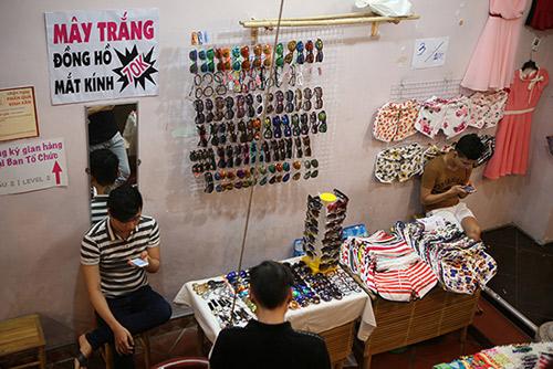 Ghé thăm chợ phiên giá rẻ của giới trẻ Sài Gòn - 6