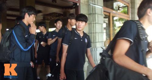 """U19 Hàn sắp """"chiến"""" U19 VN: Ấn tượng thể hình cao to - 7"""