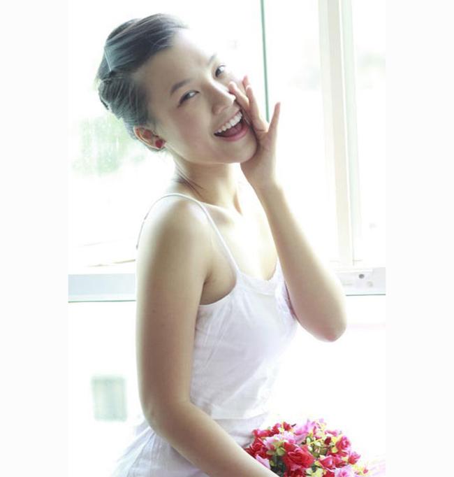 Hiện Hoàng Oanh là một MC gợi cảm của nhiều chương trình truyền hình cũng như sự kiện giải trí miền Nam.