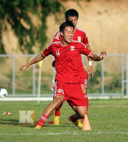Thần đồng U19 Trung Quốc gây ấn tượng trên sân tập - 4