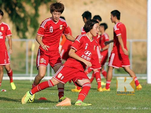 Thần đồng U19 Trung Quốc gây ấn tượng trên sân tập - 5