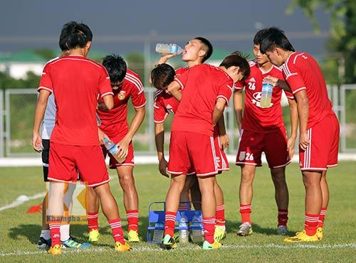 Thần đồng U19 Trung Quốc gây ấn tượng trên sân tập - 6