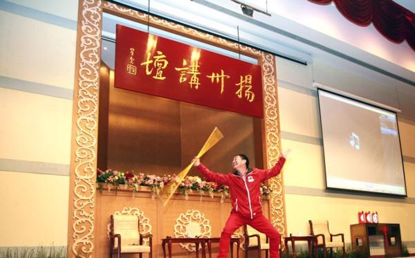 """""""Tôn Ngộ Không"""" đề cử kỷ lục thế giới cho màn múa gậy - 3"""