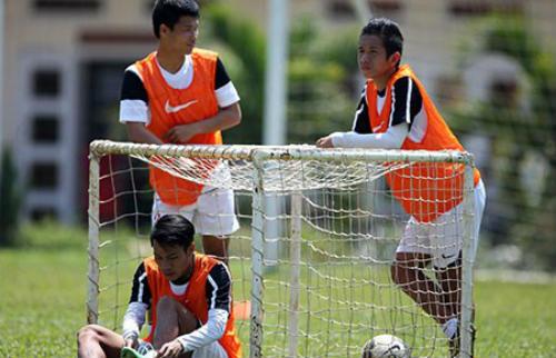 """U-19 VN chuẩn bị VCK U19 châu Á: """"Tử huyệt"""" hàng thủ - 1"""