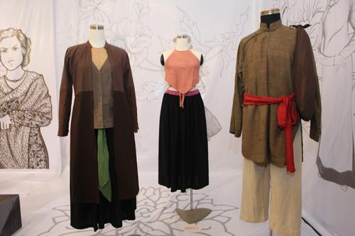 Thích thú với triển lãm áo dài đậm nét dân tộc - 2