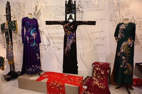 Thích thú với triển lãm áo dài đậm nét dân tộc - 3