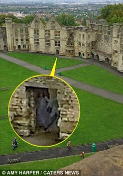 Bóng ma xuất hiện giữa tòa lâu đài cổ? - 1