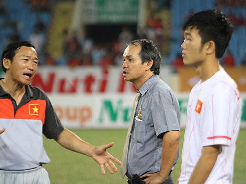 Bầu Đức sát cánh với U19 Việt Nam - 1