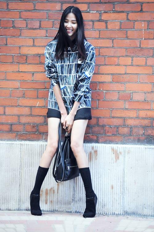 Hoàng Thùy mặc váy ngắn khoe chân dài miên man - 3