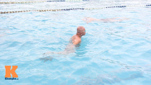 Ngỡ ngàng cụ ông 93 tuổi đạp xe đi bơi hàng ngày - 12