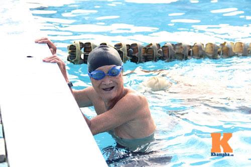Ngỡ ngàng cụ ông 93 tuổi đạp xe đi bơi hàng ngày - 9