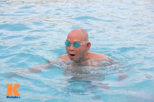 Ngỡ ngàng cụ ông 93 tuổi đạp xe đi bơi hàng ngày - 13