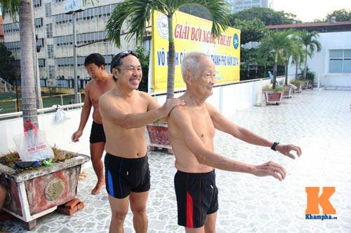 Ngỡ ngàng cụ ông 93 tuổi đạp xe đi bơi hàng ngày - 5
