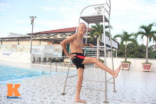 Ngỡ ngàng cụ ông 93 tuổi đạp xe đi bơi hàng ngày - 4