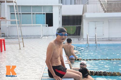 Ngỡ ngàng cụ ông 93 tuổi đạp xe đi bơi hàng ngày - 6