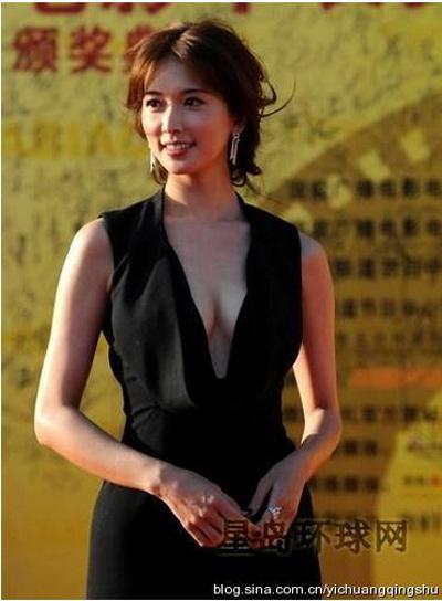 """""""Đau mắt"""" vì váy cổ V sâu hoắm của mỹ nữ Trung Quốc - 11"""