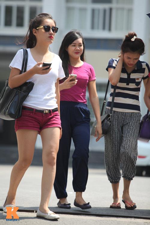Sinh viên HN mặc quần soóc, dép lê tới giảng đường - 4
