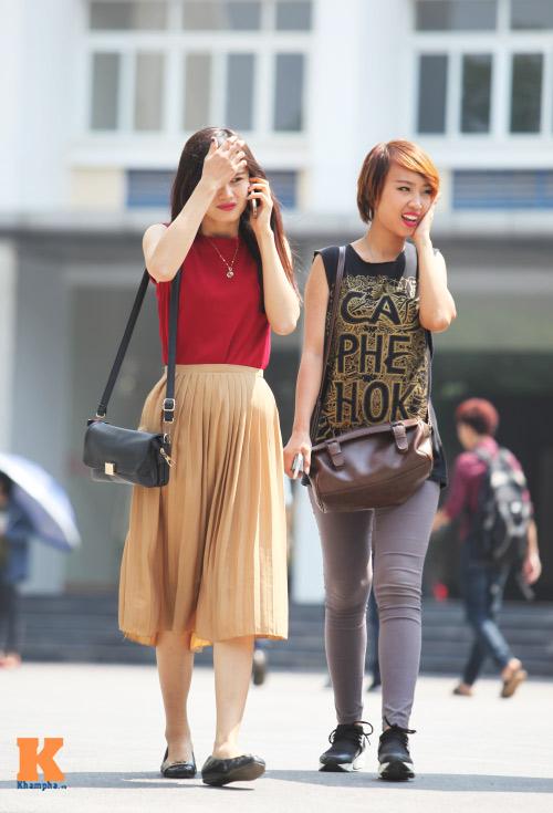 Sinh viên HN mặc quần soóc, dép lê tới giảng đường - 1
