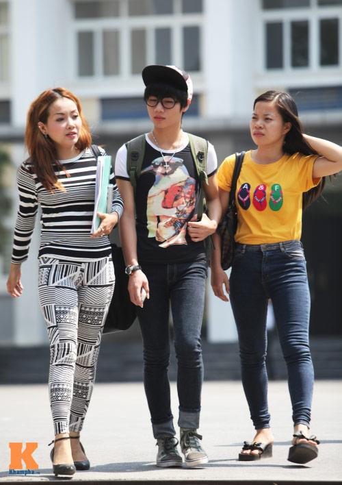 Sinh viên HN mặc quần soóc, dép lê tới giảng đường - 11