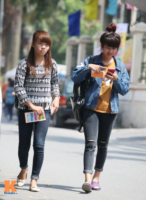 Sinh viên HN mặc quần soóc, dép lê tới giảng đường - 9