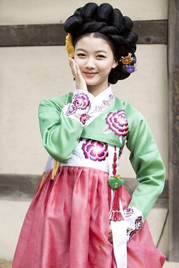 Sao nhí hot nhất xứ Hàn làm kỹ nữ - 1